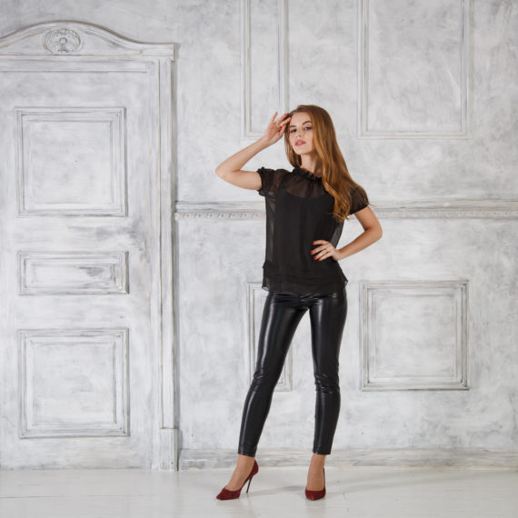 Блузка черная из шифона с оборками Solena