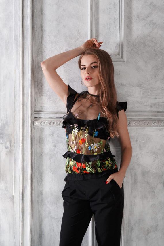 Блуза черная из сетчатой ткани с вышивкой «Полевые цветы» Solena