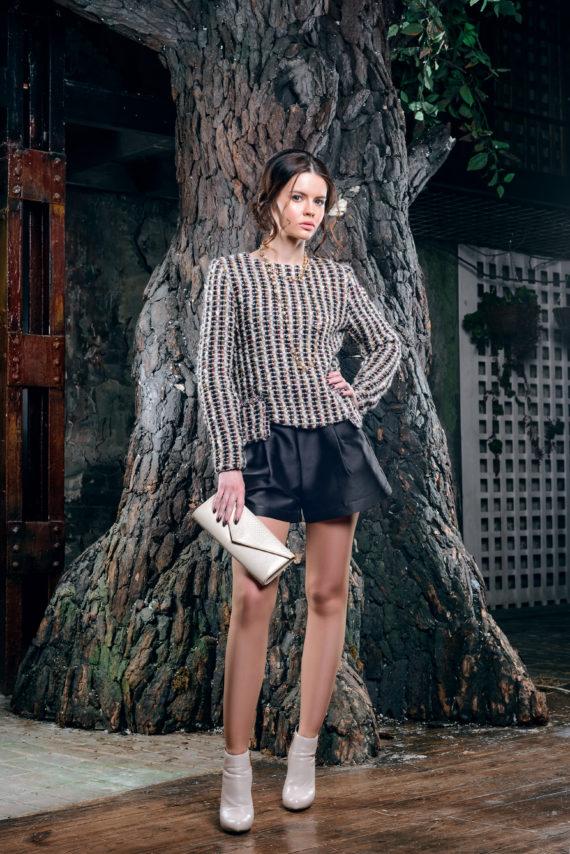 Кофта крупной вязки в стиле «Шанель» с пуговицами на спине. Модная одежда Solena